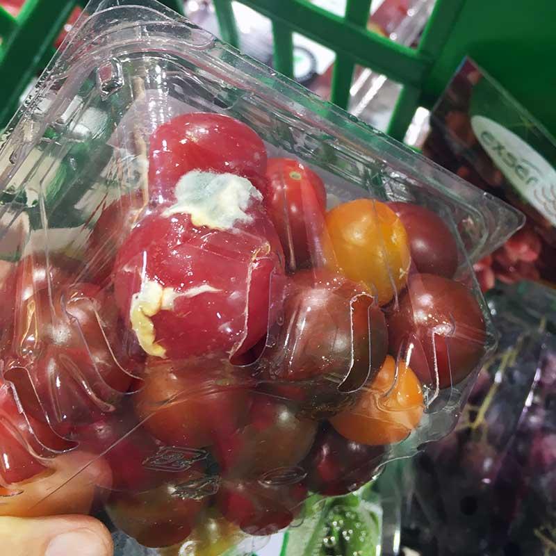 カビの生えたミニトマト