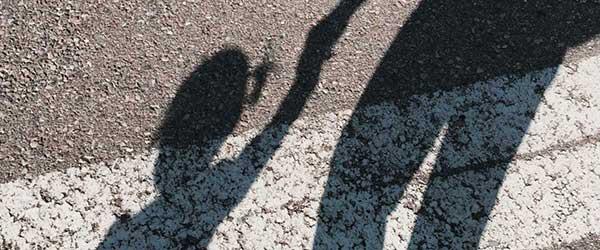 日本の奇妙な光景:子供の単独行動