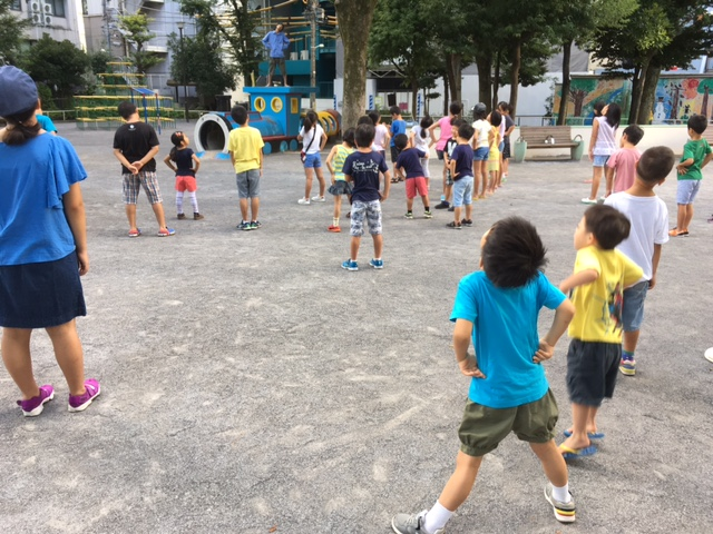 日本の奇妙な光景:ラジオ体操