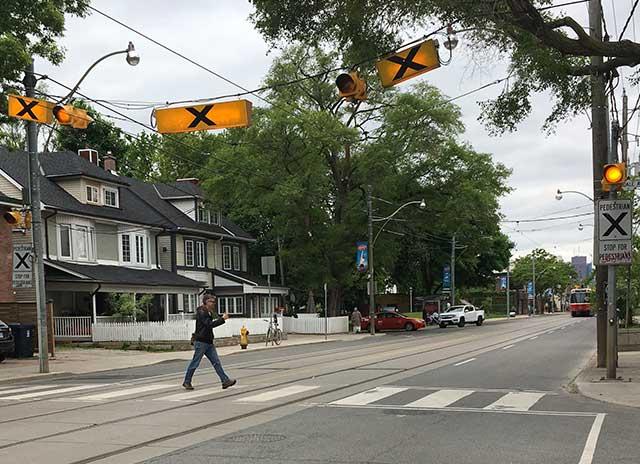 アメリカの常識:ボタン式横断歩道