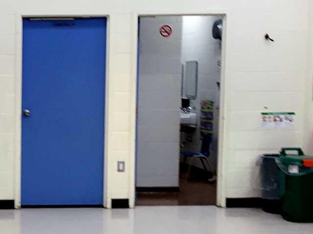 北アメリカと日本の学校の違い:学校のトイレ