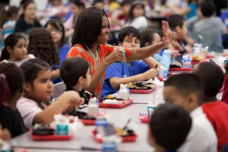 北アメリカの学校の給食の様子