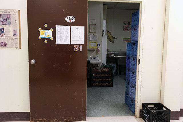 学校のキッチンの入り口